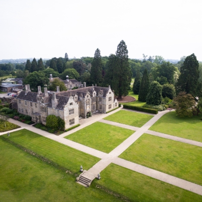 Take advantage of the all-inclusive 2020 wedding offer at Sussex wedding venue Wakehurst Place