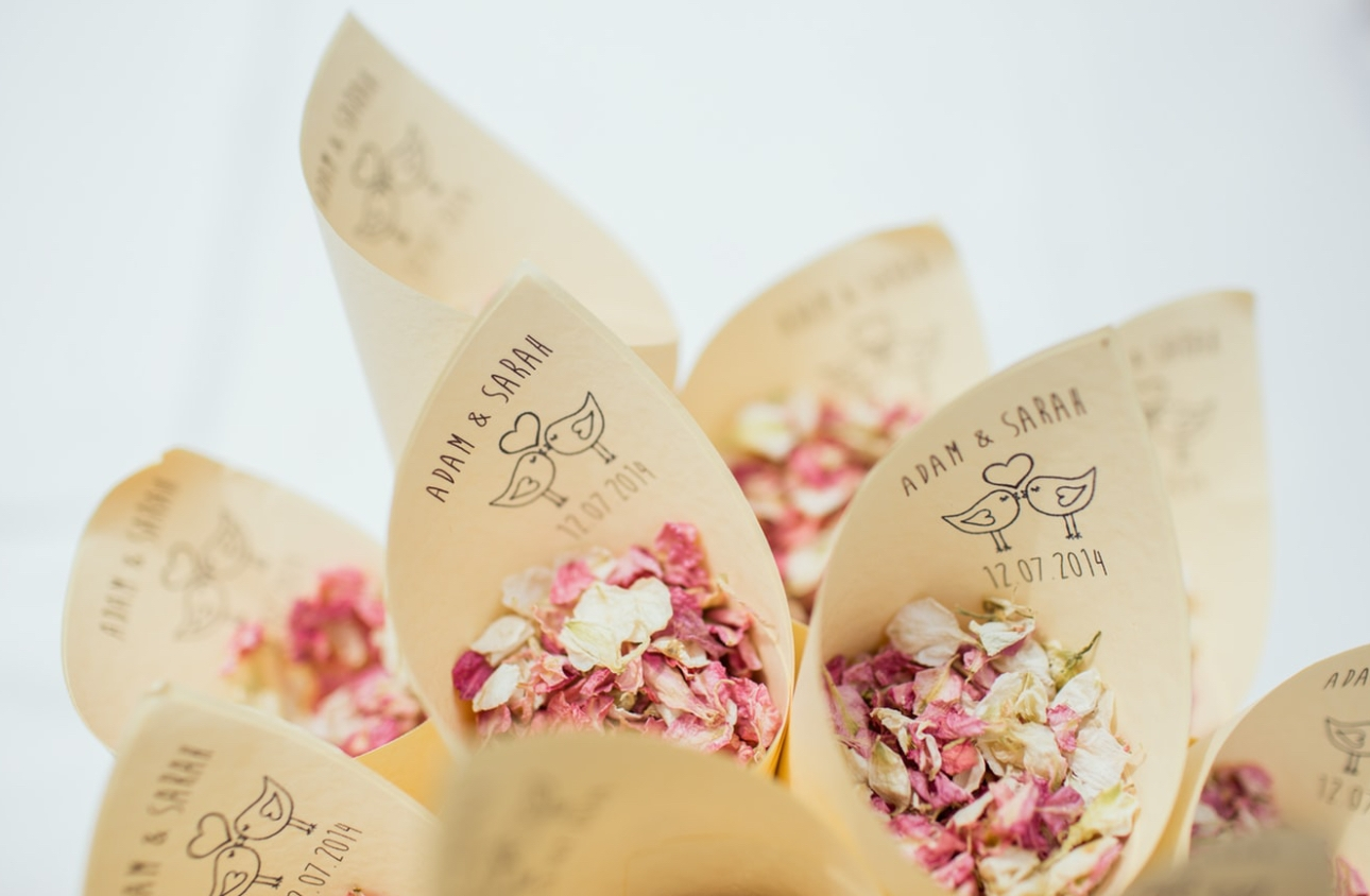 7 sustainable alternatives to confetti at your wedding: Image 1